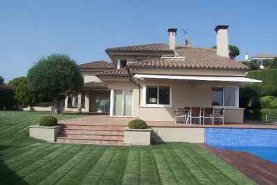 Beautiful house with wine cellar and pool 15 min away from Barcelona